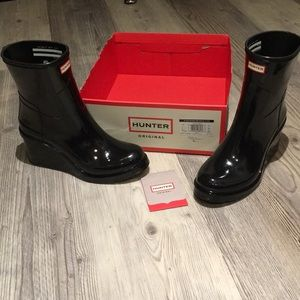 36f82a188824 Hunter Boots Shoes - NWOT Hunter refined mid wedge short boot